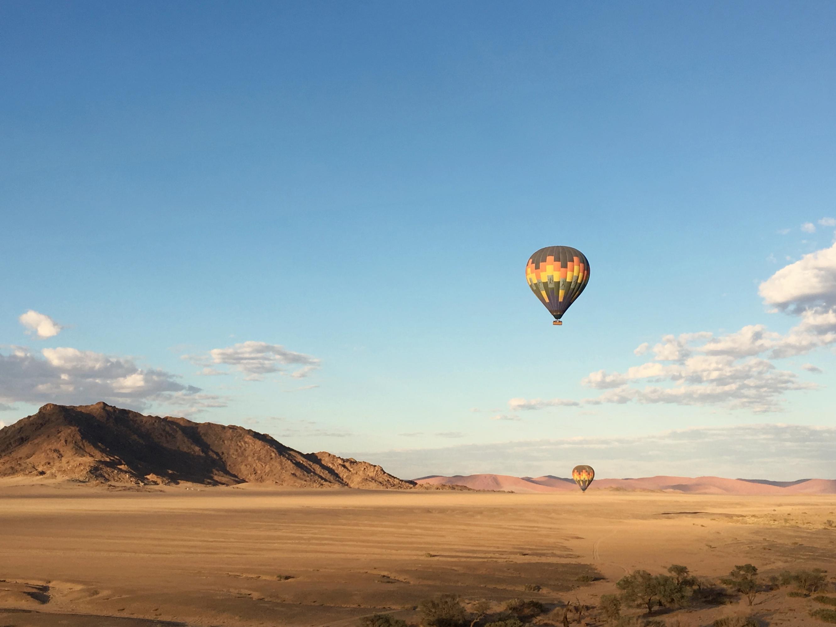 Survoler le désert du Namib en montgolfière…